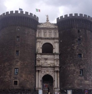 Le Castel Nuovo à Naples, château des Angevins